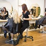 Jakie meble powinny znaleźć się w salonie fryzjerskim?